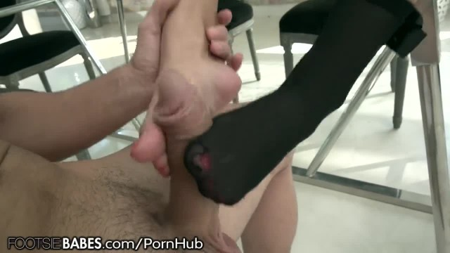 FootsieBabes Busty Darcia Takes Big Shaft as Toes Sucked