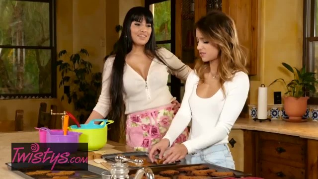 Twistys - Mom knows best in Baking and in Pussy Licking